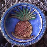 Plate with pineapple